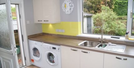 HOW TO SHOP FOR THE FINEST COLOURED GLASS SPLASHBACKS?