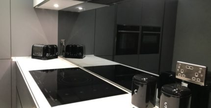 THINKING OF INVESTING IN KITCHEN GLASS SPLASHBACKS? TIPS TO HELP WITH THE BUYING DECISION